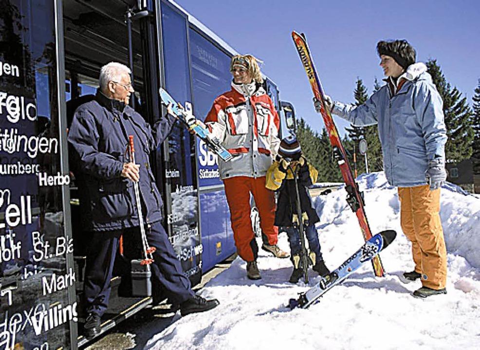 Und nun geht's mit dem Bus in den Schnee, juhee!  | Foto: SBG