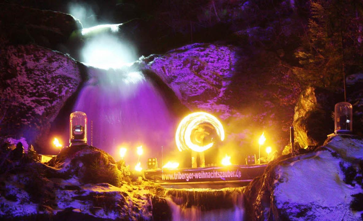 Verzaubert: Feurige Show auf der Bühne in den Triberger Wasserfällen   | Foto: Veranstalter