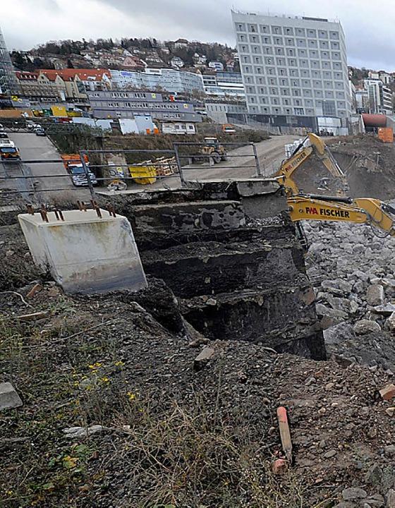 Bei  Grabungsarbeiten für den Bahnhof ...teinfest Unglaubliches zutage kommen.   | Foto: dpa