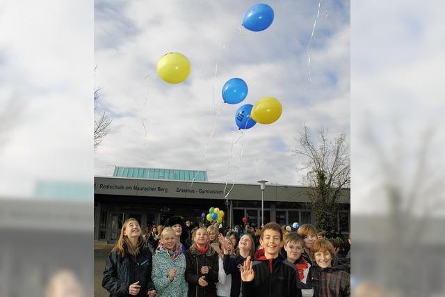 Luftballons für Indienhilfe