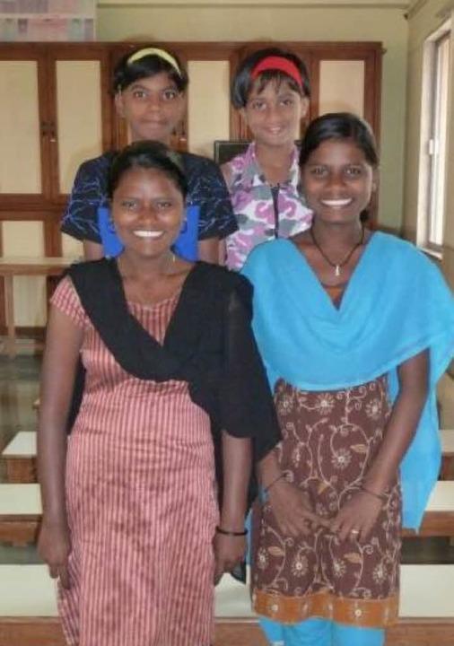 Die Patenkinder: Joti (von links vorne... Sonam sowie Gauri und Arti (hinten).   | Foto: HOM