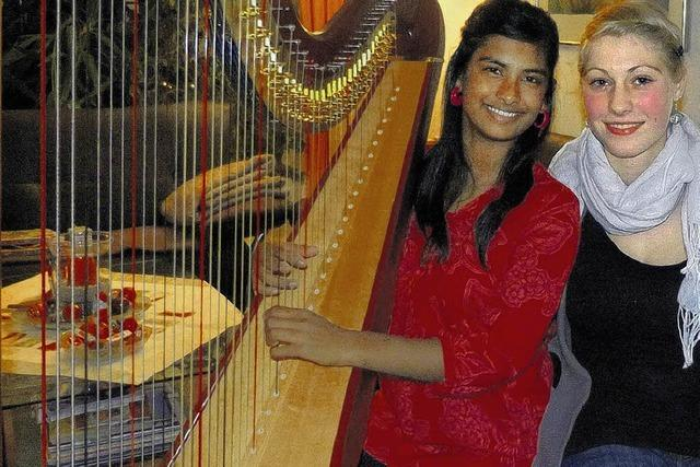 Fasziniert von den Klängen der Harfe