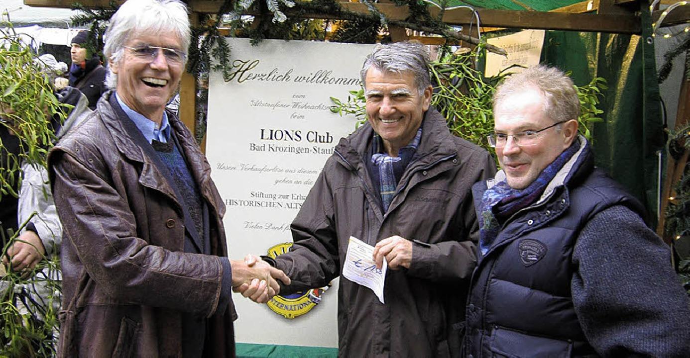 Schulleiter Eberhard Schad freut sich ...nbach und Jürgen Hellmuth (von links).  | Foto: Privat