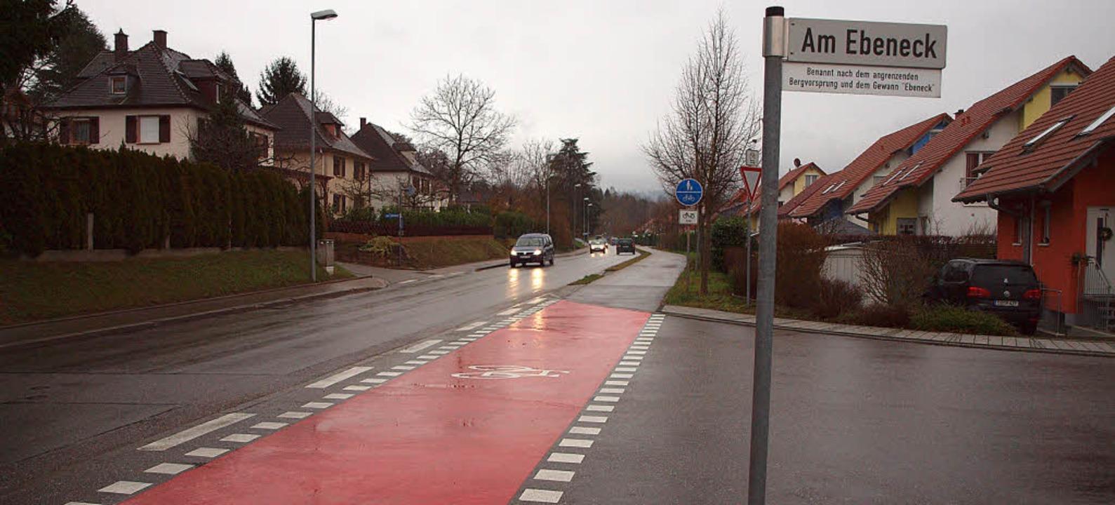Fahrbahnverengungen sollen das Tempo der Autos in der Schwimmbadstraße drosseln.  | Foto: Michael haberer