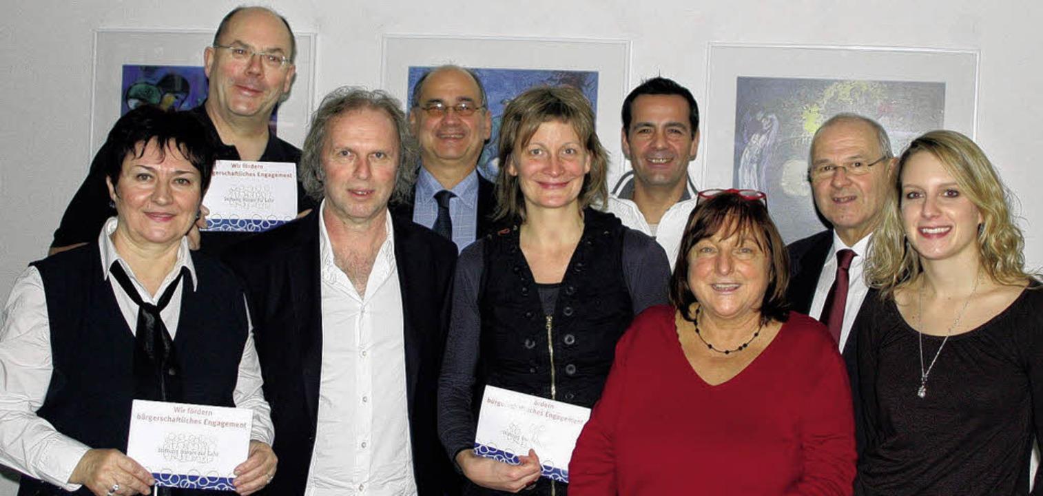Freude über die Schecks (von links, vo...en Schmidt (Stiftung Bürger für Lahr)     Foto: BZ