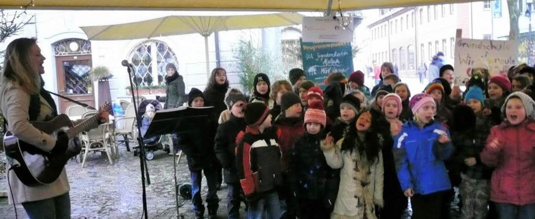 Voller Freude präsentierten die Kinder...tion mit dem Musiclab eingeübt hatten.  | Foto: Privat
