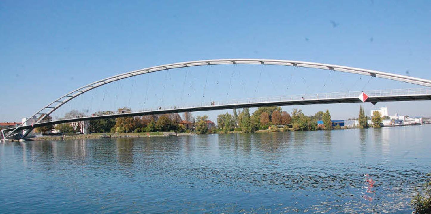 Wenn es um markante Brückenbauwerke am...t, darf die Passerelle  nicht fehlen.   | Foto: Lauber