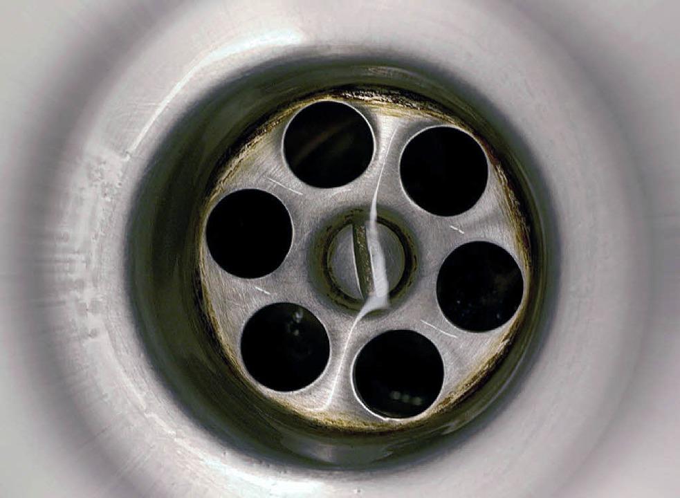 Abwassergebühr: Entscheidend ist nicht nur, was durch den Abfluss geht.  | Foto: BZ