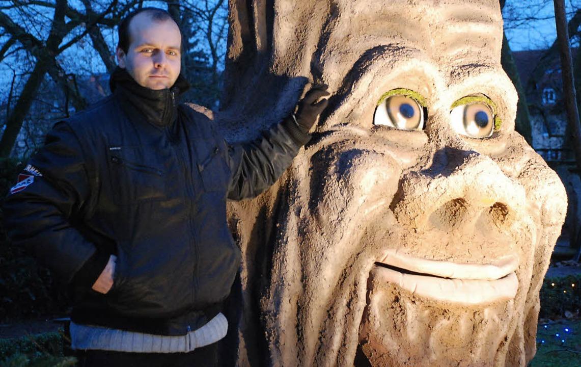 Personenschutz für den sprechenden Mär...tion im Vinzentiusgarten aufgepasst.    | Foto: Gertrude Siefke