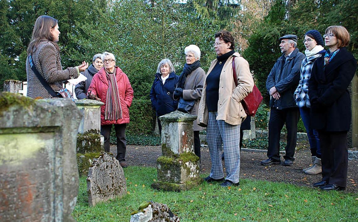 Führung über den jüdischen Friedhof am Totensonntag.  | Foto: Gertrude Siefke