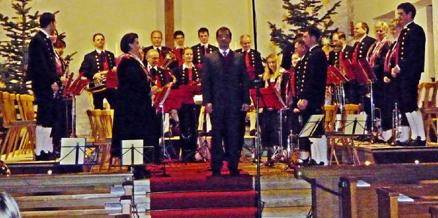 Trachtenkapelle Hofsgrund mit dem Dirigenten Heinrich Schwörer     Foto: Barbara Odrich-Rees