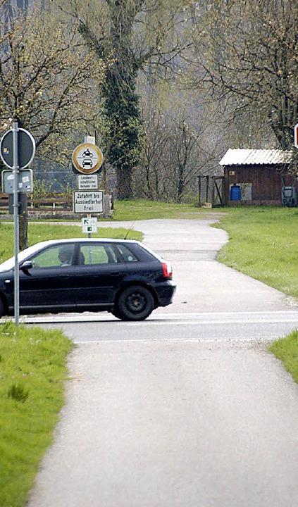 Die Radbrücke ist vom Tisch, die Gefah...bt: Radweg über die B34  in Riedmatt.   | Foto: Staub