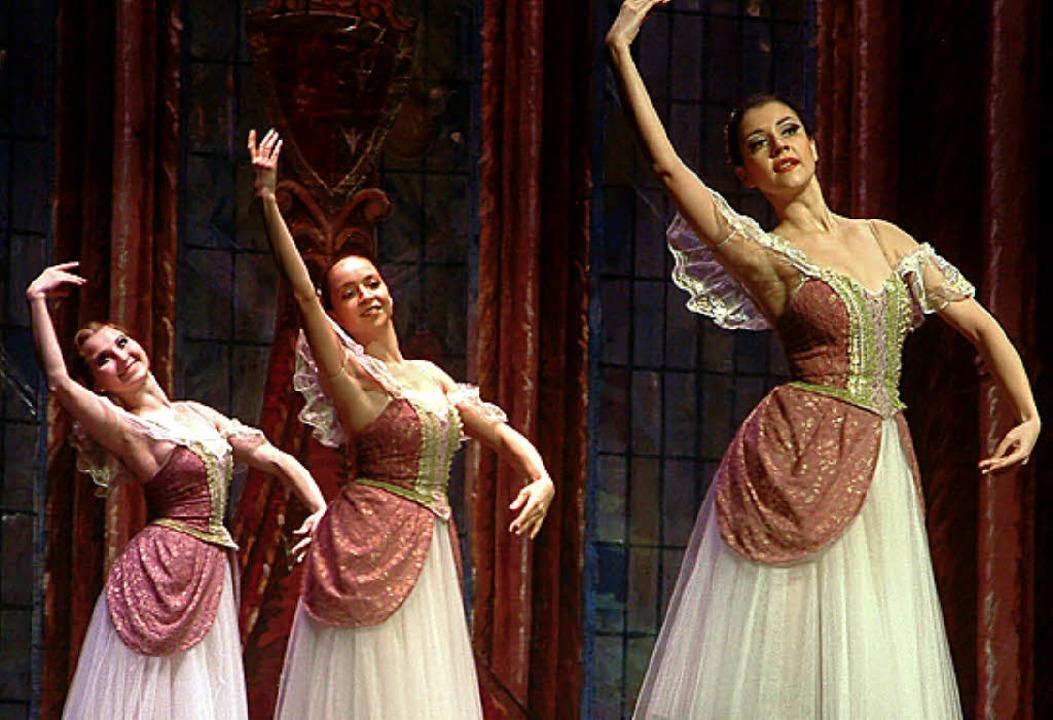 Das Russische Ballett begeisterte im Burghof.     Foto: Roswitha Frey