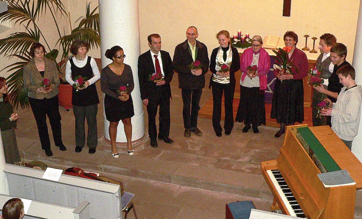 Die Mitwirkenden der Hausener Abendmus...Susanne Bühler  ein kleines Geschenk.   | Foto: georg diehl