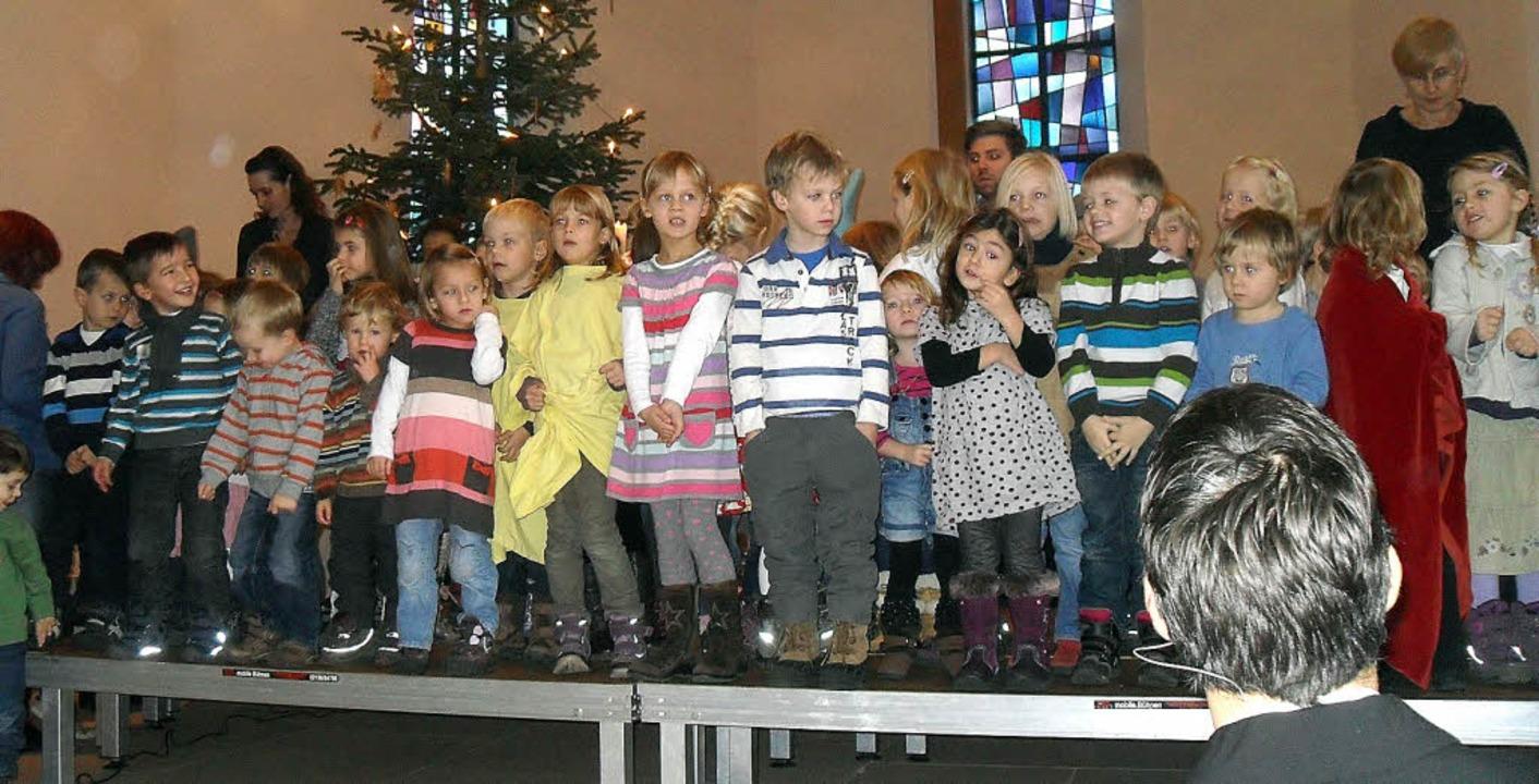 Großer Auftritt: Die Kinder des Fröbelkindergartens beim Adventsgottesdienst.     Foto: Privat