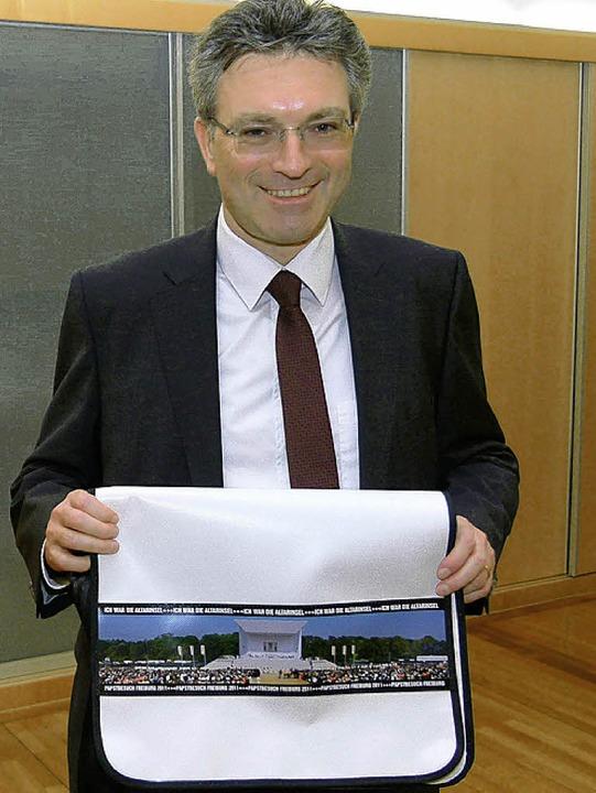 OB Dieter Salomon mit Papsttasche  | Foto: privat
