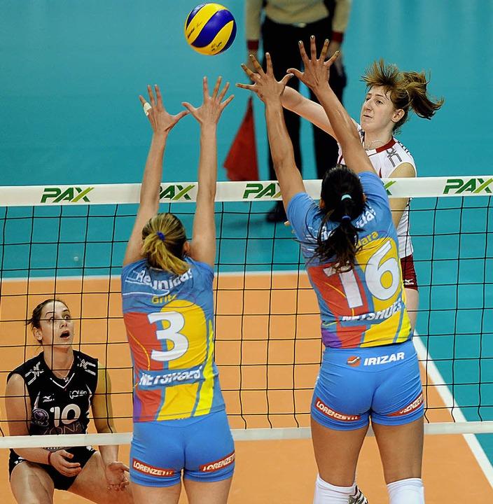 Brankica Mihajlovic (re.),  hier beim ...ürich den Titel in Basel verteidigen.   | Foto: Schön