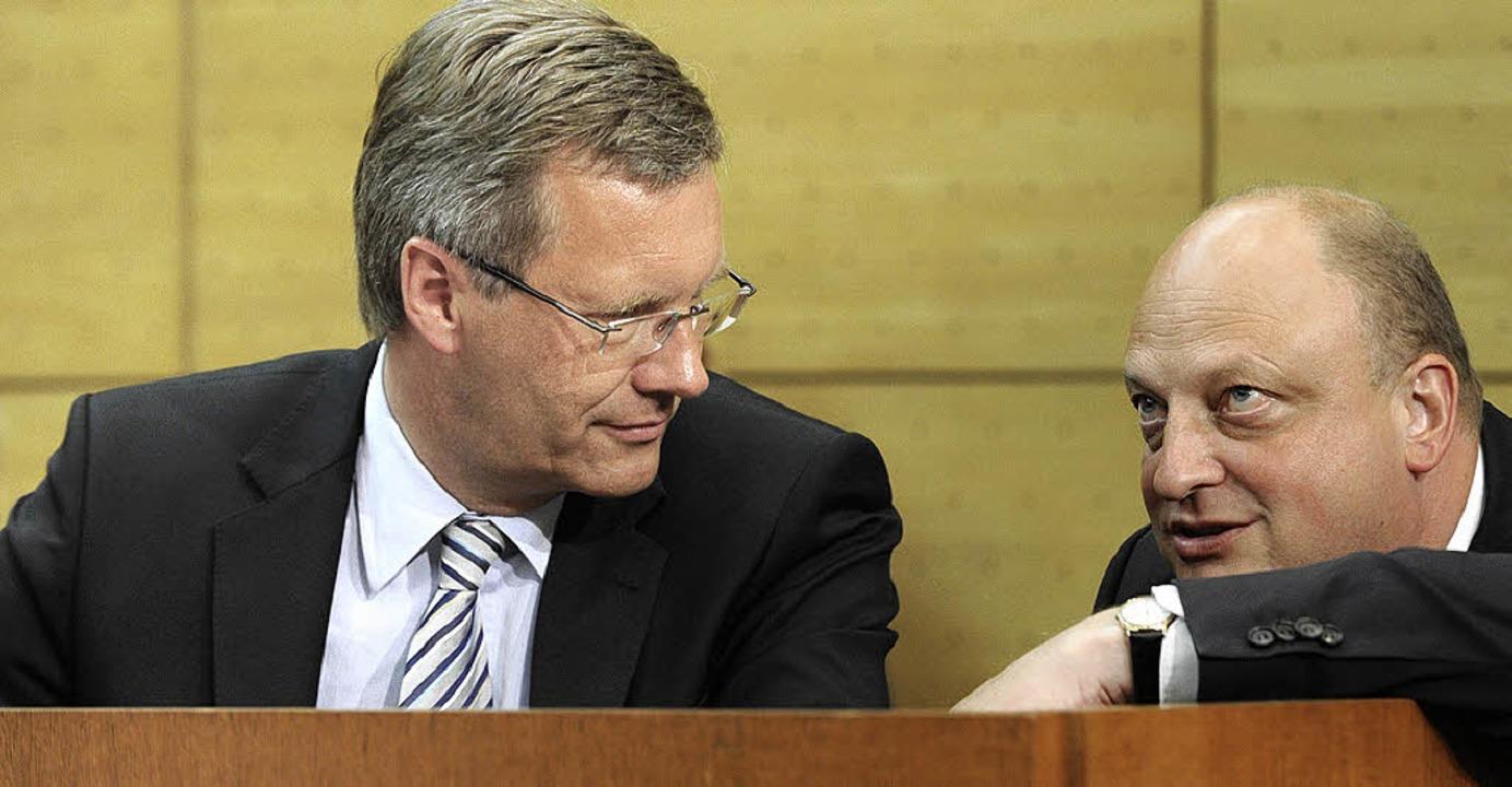 Lange unzertrennlich: Christian Wulff und Olaf Glaeseker (rechts)  | Foto: dpa