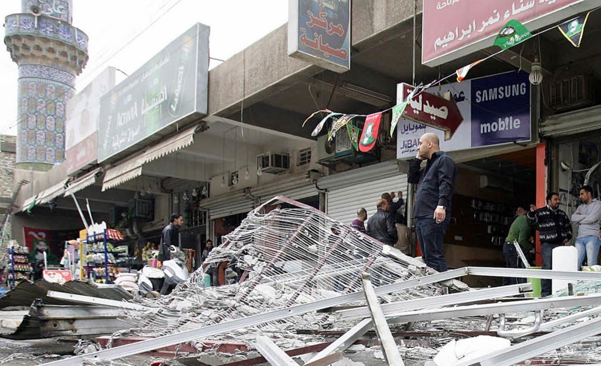Zerstörte Geschäfte nach dem Anschlag in Bagdad    Foto: DPA