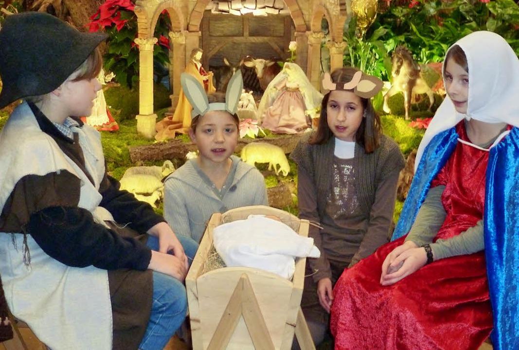 Zum weihnachtlichen Geschehen in der M...fgeführt vom Kinderchor St. Trudpert.   | Foto: Eberhard Gross