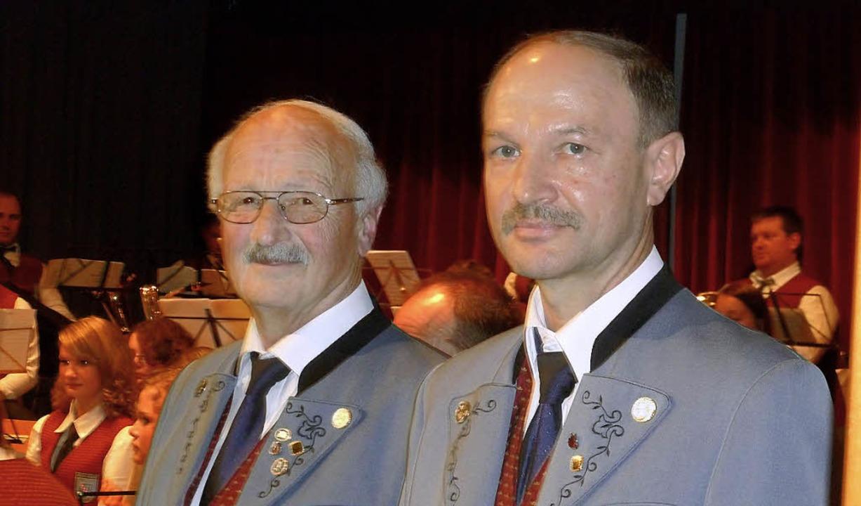 Bertold Müller (links) und Adelbert Götz wurden für 40 Jahre Treue geehrt.    Foto: Heidrun Simoneit