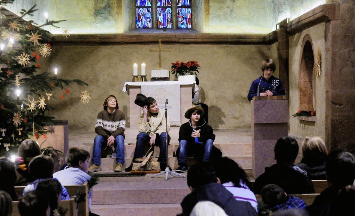 Die Weihnachtsgeschichte spielten dies...r Burgheimer Kirche die Konfirmanden.   | Foto: wolfgang künstle