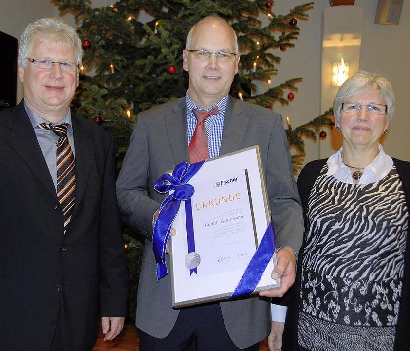 Rudolf Großmann wurde  bei der Weihnac...ausgezeichnet.  Rechts Evelyn Fischer.    Foto: Roland Vitt