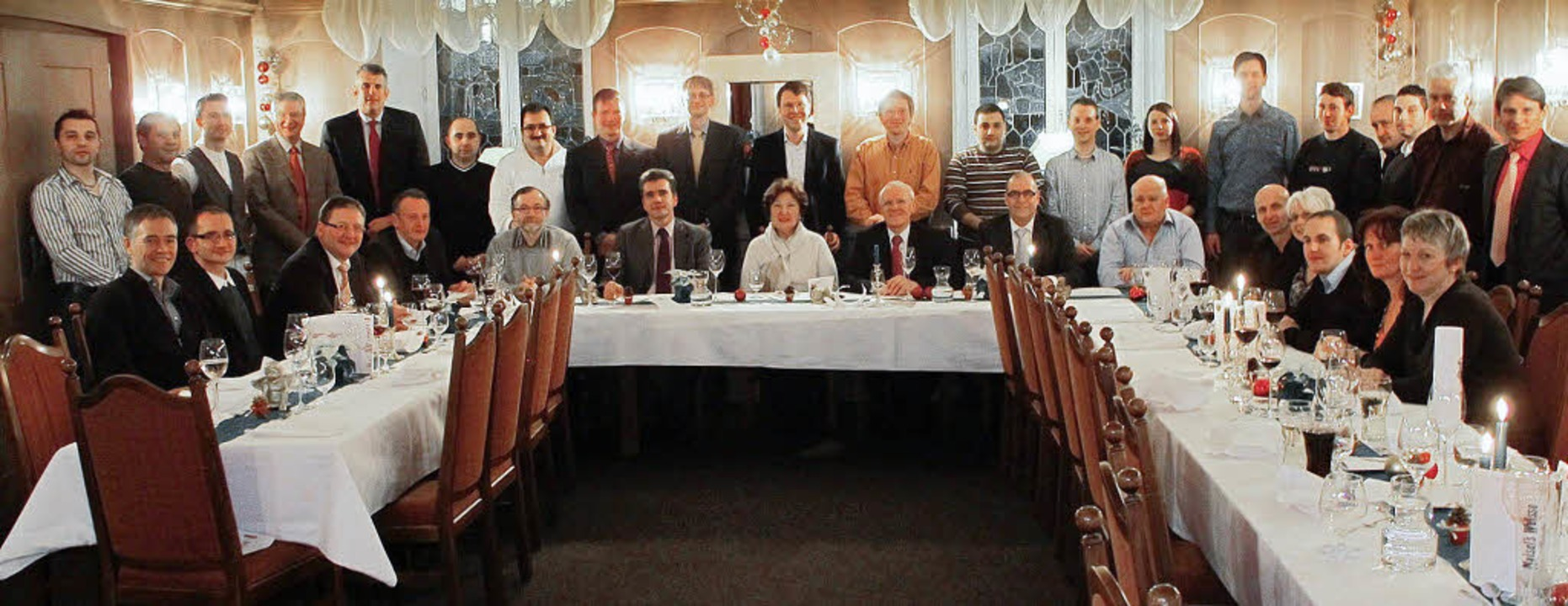 Strahlende Gesichter bei Busch: Die Ge... sie von der Firma eingeladen wurden.     Foto: Firma