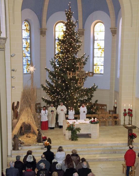 Gut besucht waren die Weihnachtsgottes... der Kreisstadt (hier St. Bonifatius).  | Foto: Nikolaus Trenz