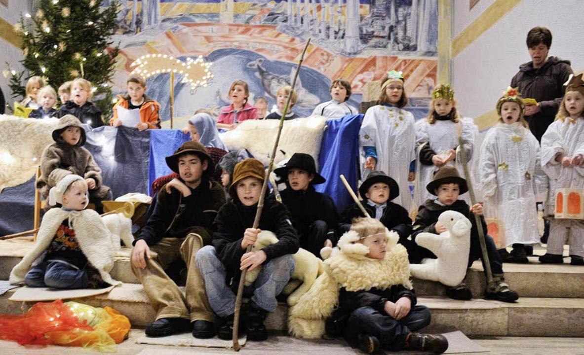 Eine Menge kleiner Darsteller wirkten ...amiliengottesdienst in Rickenbach mit.    Foto: Lisa Koschoreck