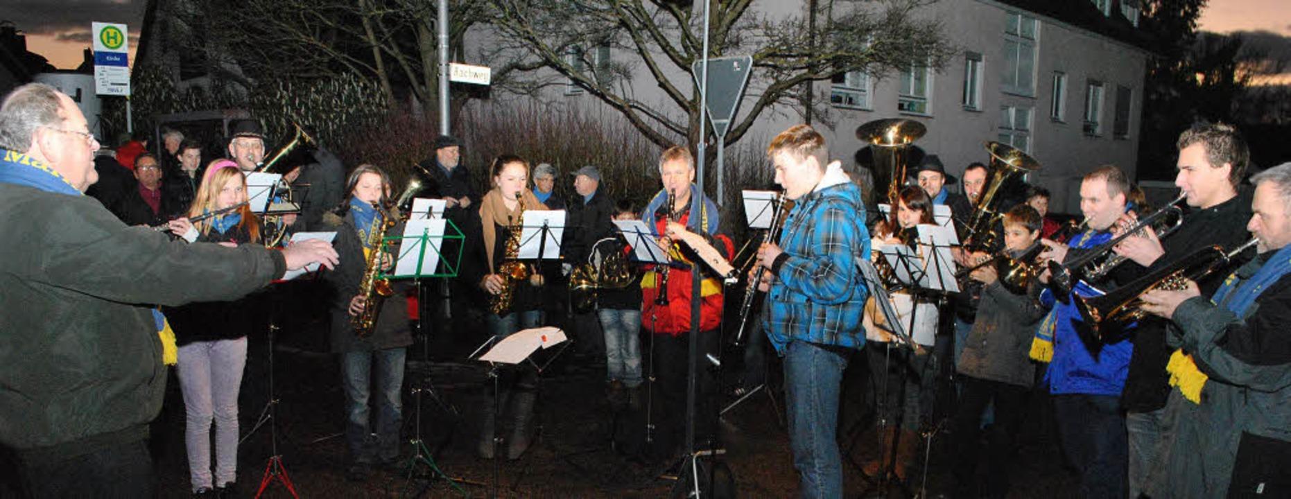 Der Musikverein Märkt unter der Leitun... Besucher mit weihnachtlichen Klängen.  | Foto: Norbert Sedlak