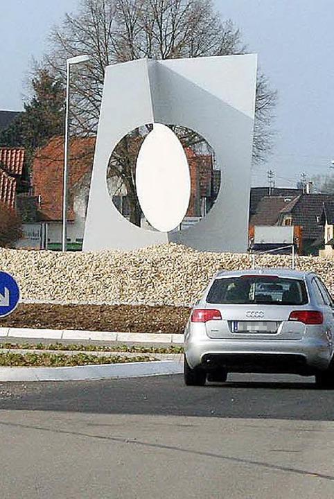 Auch eine Gefahr? Das Monument am Nordausgang von Kippenheim  | Foto: Ulrike Hiller