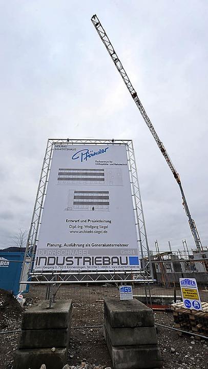 Das Pfänder-Baustellenschild an der Munzinger Straße   | Foto: Bamberger