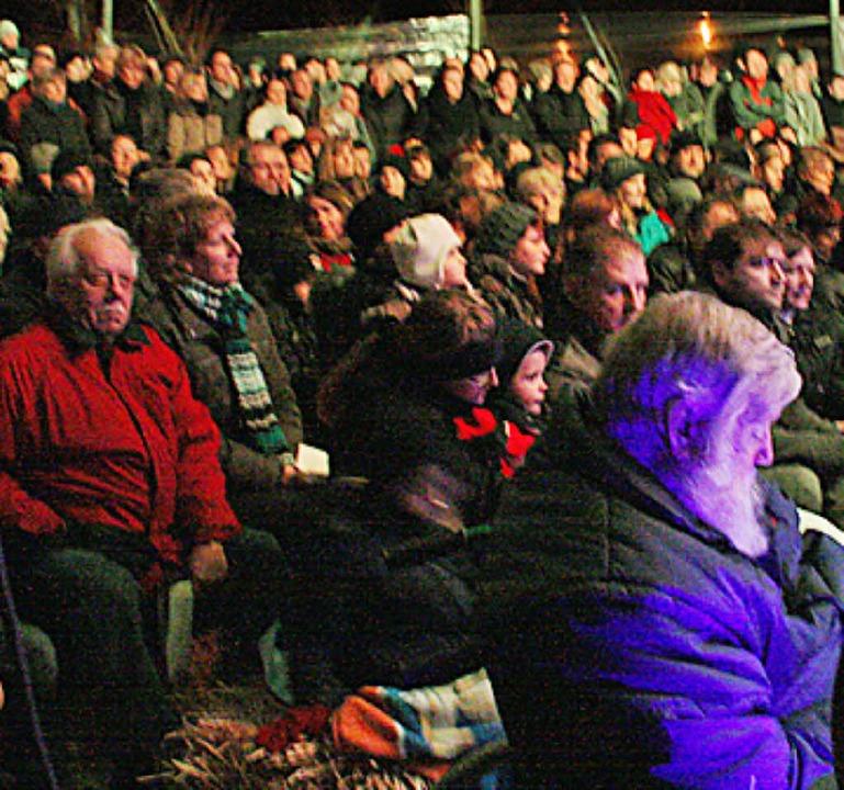 """Viele Besucher kamen an heilig Abend z...ert des Chors """"Rückenwind""""    Foto: Hannah Klusmann"""