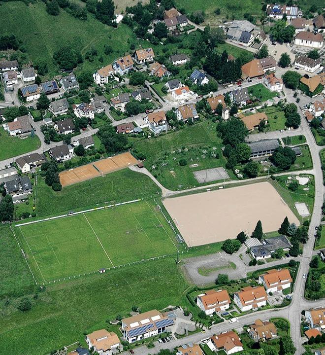 Die Sportplätze in Wittnau aus der Vog...spektive, aufgenommen im Sommer 2010.     Foto: Brigitte sasse