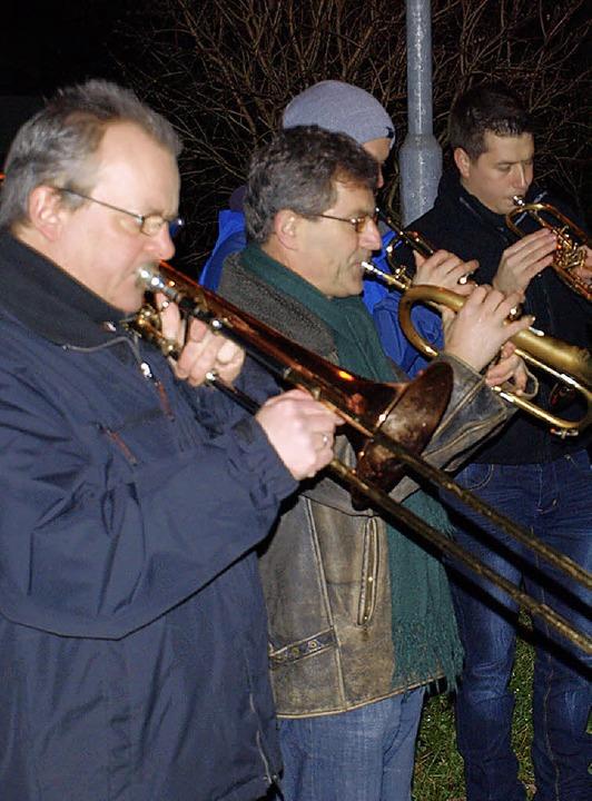 Haagener Feuerwehrmusiker spielen an Heiligabend.     Foto: Schleer