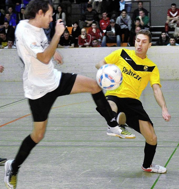 Der Oberschopfheimer Cem Hancioglu (re...aus dem Spiel gegen den SV Zunsweier.     Foto: Wolfgang Künstle