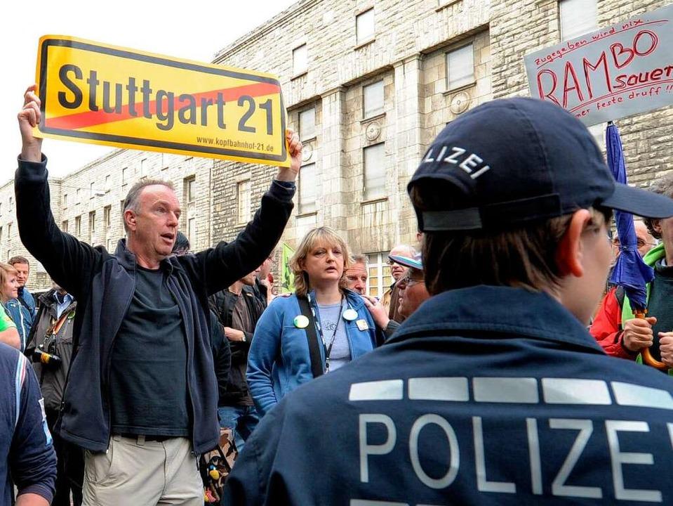 Kein Schnäppchen: der Polizeieinsatz f...herung der Baustelle von Stuttgart 21.  | Foto: dpa
