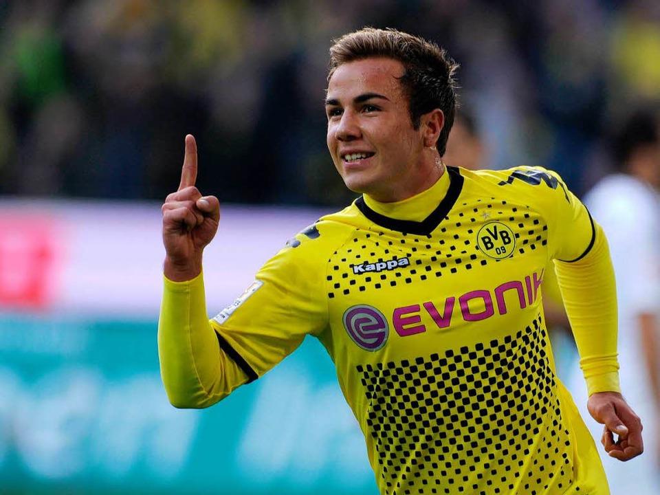 Vorbild für viele Jugendliche und Kinder: BVB-Star Mario Götze.  | Foto: AFP
