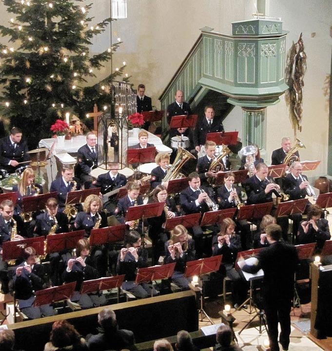 Der Musikzug der Freiwilligen Feuerweh...svolles Bild, das dem Publikum gefiel.    Foto: Janina Ruth