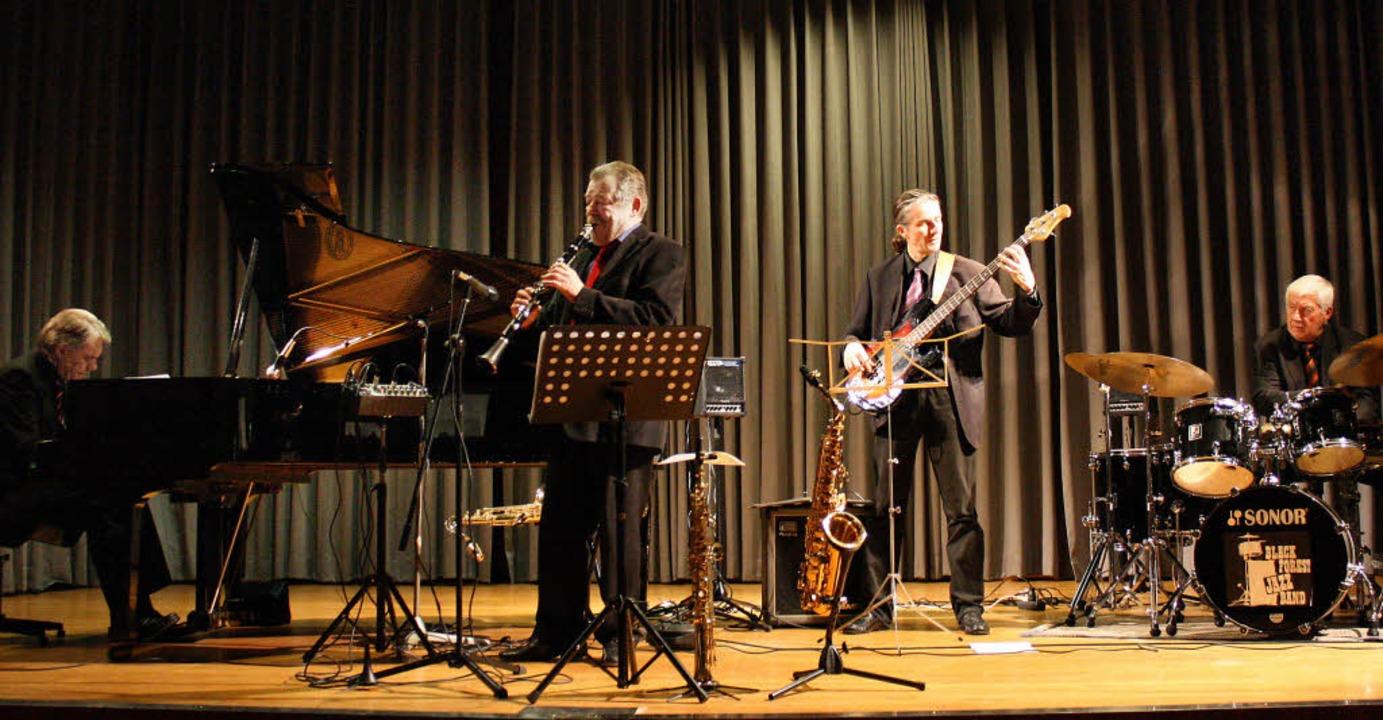 Die Black-Forest-Jazz-Band ist gut auf... eindrucksvoll unter Beweis stellten.     Foto: Hans Jürgen Kugler