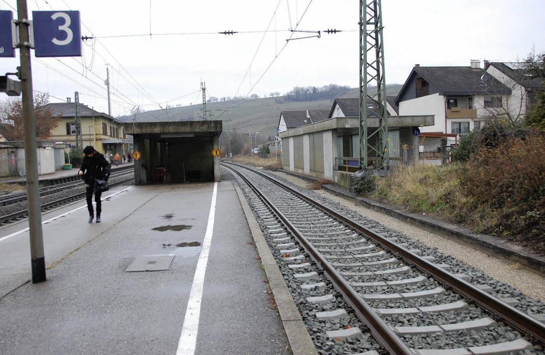 Das dritte Gleis im Bahnhof Efringen w...genutzt, um dort Güterzüge zu parken.     Foto: Herbert Frey