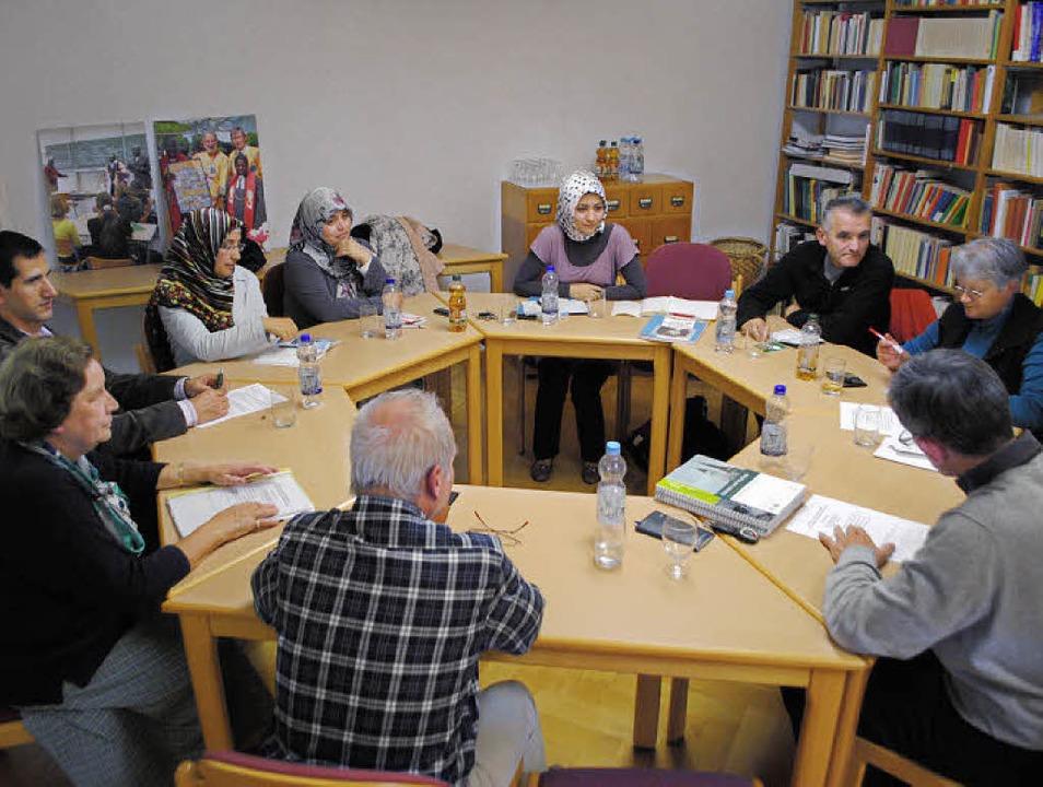 Der Arbeitskreis Christen und Muslime ...  künftige Aktivitäten zu besprechen.   | Foto: Beatrice Ehrlich