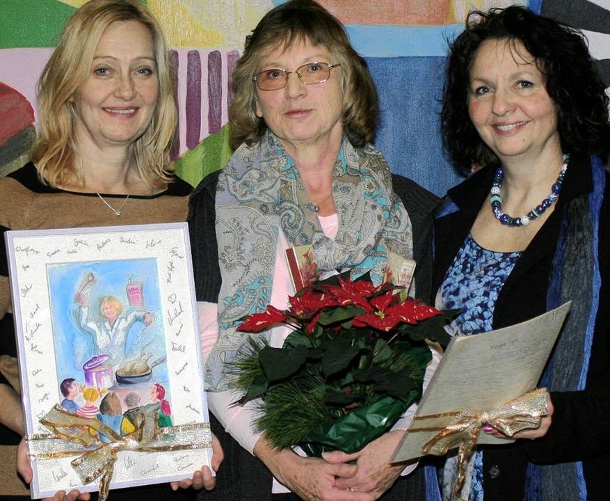 Fast schon wie Weihnachten: Reichlich ...und Konrektorin Ursula Ganzke (links).    Foto: reinhard Cremer