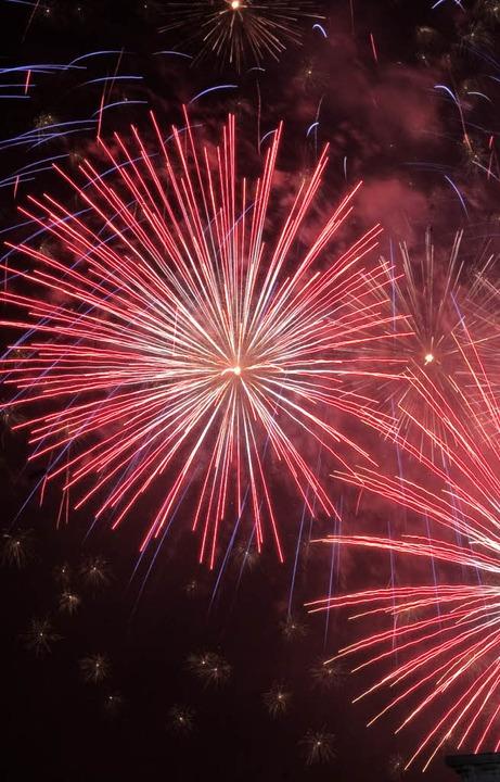 Nicht immer geht ein Feuerwerk prächtig zu Ende.   | Foto: dapd