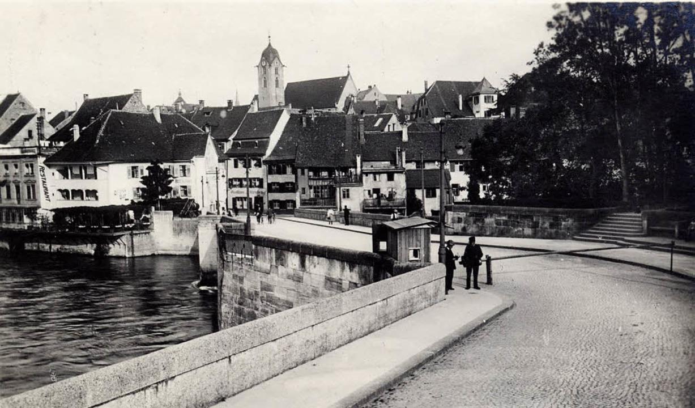 Die Rheinbrücke in Ansichtskarten zu s...bei der Briefmarkenbörse am 8. Januar.  | Foto: privat