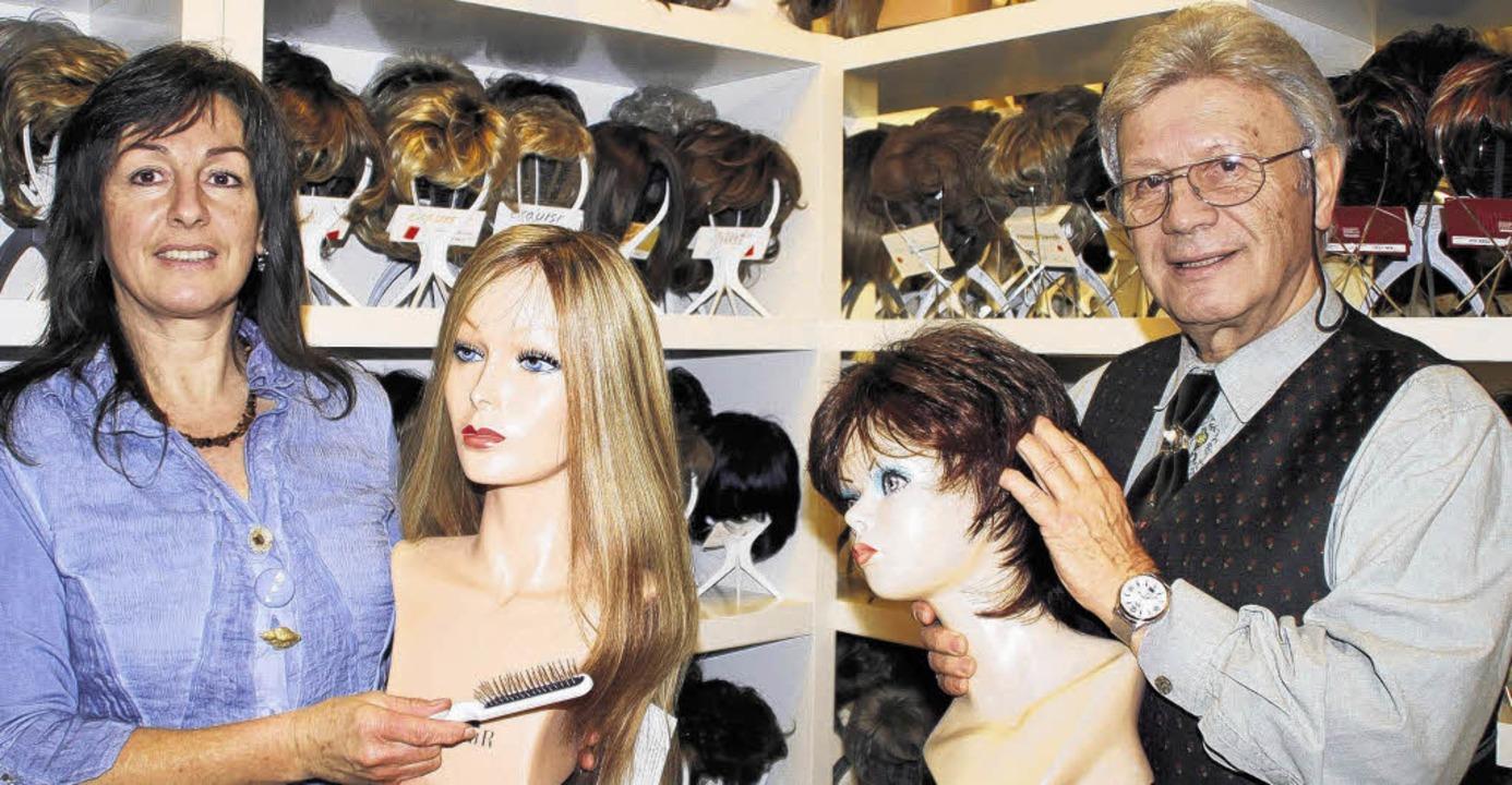 Ob blond, ob braun: Hans-Günter Wambac... und Frisurproblem eine Lösung parat.     Foto: LÜBECK