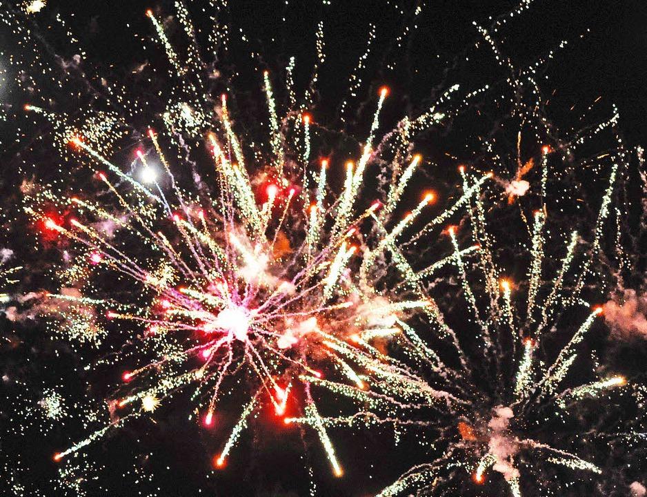 Schön anzusehen: das Feuerwerk in der Silvesternacht.   | Foto: DPA