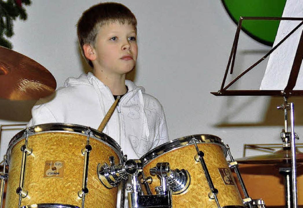 Spielfreunde und viel Rhythmusgefühl b... Stiegeler bei seinem Schlagzeugsolo.     Foto: Stefan Pichler