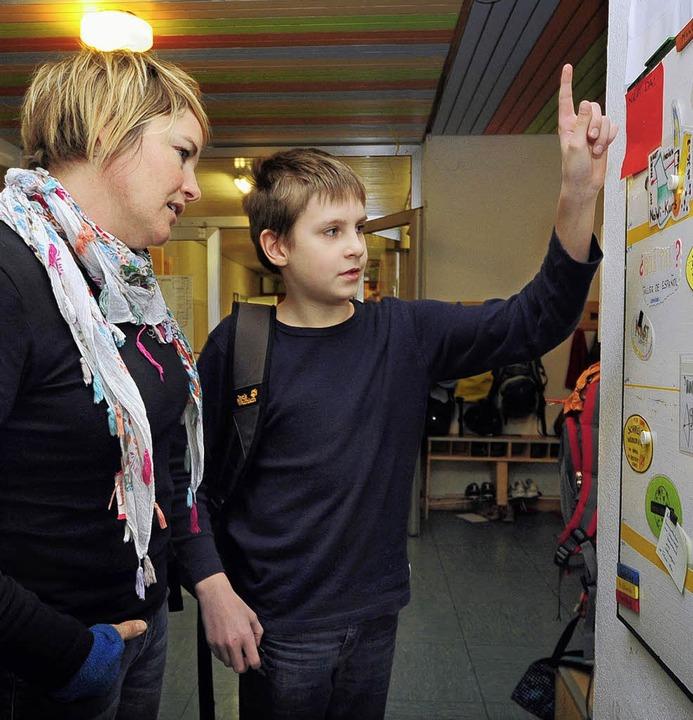 Zeig mal: Georg und Sandra Knauber besprechen den Wochenarbeitsplan.  | Foto: Thomas Kunz